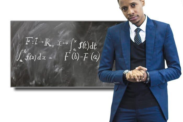 Quanto ganha um professor(a)